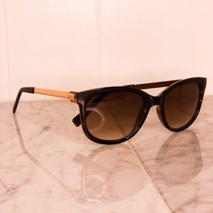 SUNGLASSES WITH GOLD DETAILS